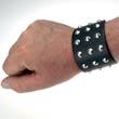 Breites Nieten-Armband mit 21 Kegelnieten 3- reihig, Punk