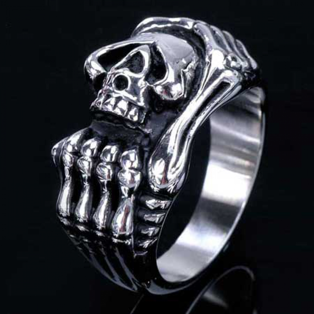 edelstahl ring totenkopf mit knochenhand skull skelett. Black Bedroom Furniture Sets. Home Design Ideas