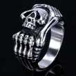 Edelstahl-Ring Totenkopf mit Knochenhand, Skull, Skelett, Biker